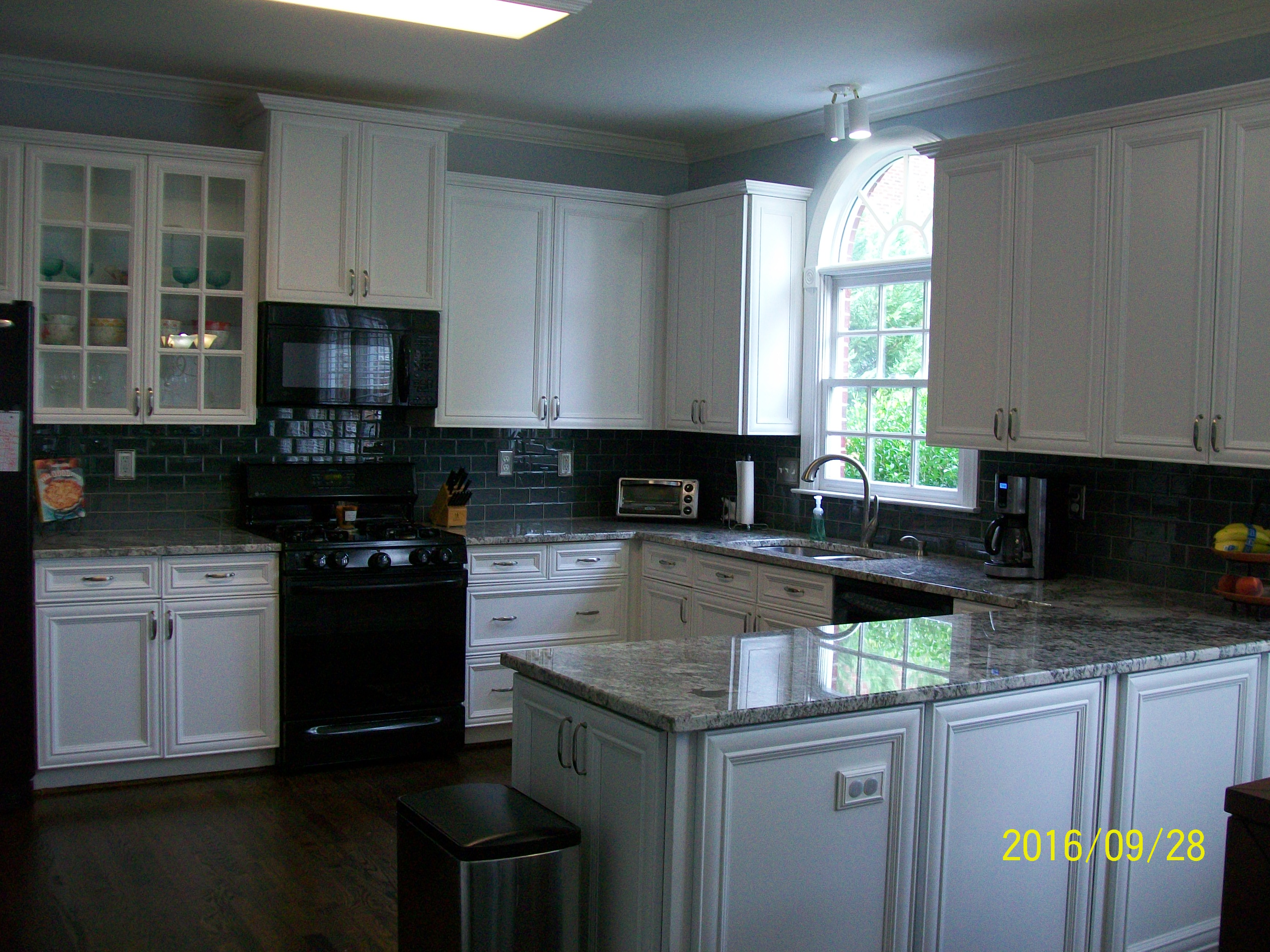 Charlotte Remodeling Contractor remodels kitchen